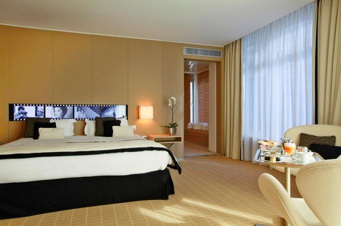 Zimmer | Das JW Marriott Cannes  Das JW Marriott Cannes DasJW Marriott Cannes JOI Design Wohnenmitklassikern2