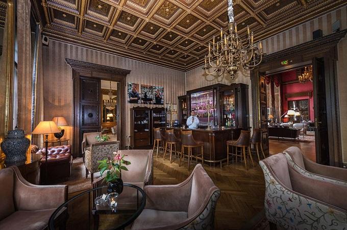 Bar Das Schlosshotel Im Grunewald und Karl Lagerfeld  Beste 5-Sterne Hotels in Berlin englishen bar Das Schlosshotel Im Grunewald und Karl Lagerfeld wohnenmitklassikern