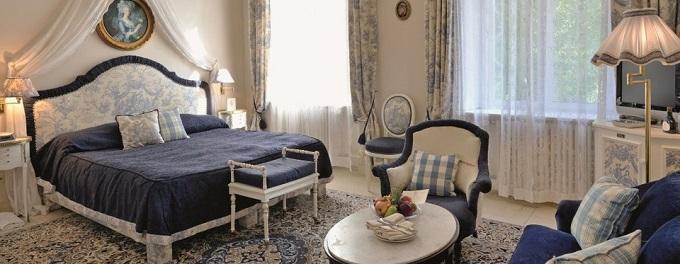 Hotel Belle Epoque in Baden-Baden  Hotel Belle Epoque in Baden-Baden zimmer blau Belle Epoque Hotel in Baden Baden wohnenmitklassikern