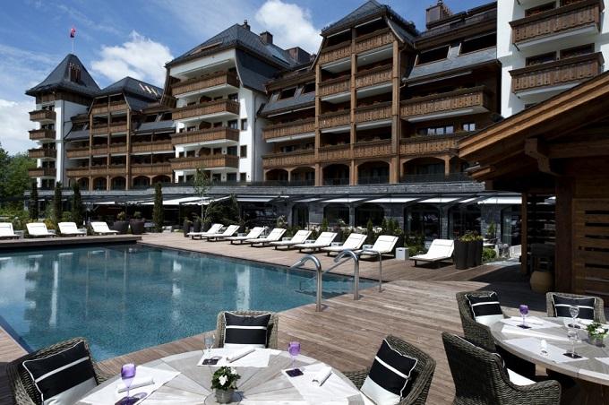 Das Schweizer Luxushotel Alpina Gstaad   Das Schweizer Luxushotel Alpina Gstaad Das Schweizer Luxushotel Alpina Gstaad pool