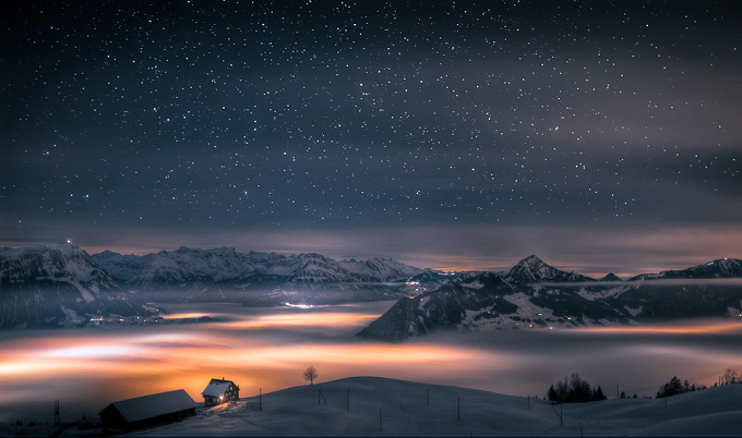 Die Schweizer Alpen am Nacht. Foto: David Kaplan  Die wunderbaren Berglandschaften in den Alpen Die wunderbare Berglandschaftden in den Alpen am nacht