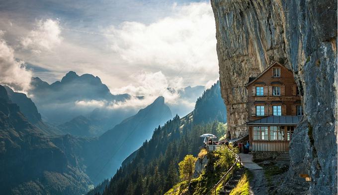 Aescher Hotel in Appenzellerland. Foto: Peter Boehi  Die wunderbaren Berglandschaften in den Alpen Die wunderbare Berglandschaftden in den Alpen hotel