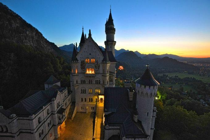 Neuschwanstein - Märchenschloss  Neuschwanstein - Märchenschloss wohnen mit klassikern Hotelzimmer luxus trend