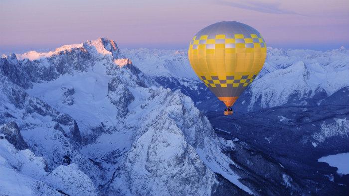 Die Reise in die Alpen  Die Reise in die Alpen Wohnen mit klassikern ballooning above the bavarian alpen Deutschland reise Urlaub haben