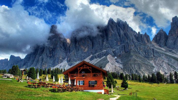 Die Reise in die Alpen  Die Reise in die Alpen Wohnen mit klassikern restaurant chalet in Alpen