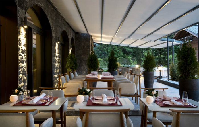 Alpina Gstaad Hotel in der Schweiz  Alpina Gstaad Hotel in der Schweiz Wohnen mit klassikern Alpina Gstaad Hotel in der Schweiz Alpina Gstaad Dining