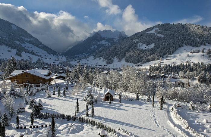 Alpina Gstaad Hotel in der Schweiz  Alpina Gstaad Hotel in der Schweiz Wohnen mit klassikern Alpina Gstaad Hotel in der Schweiz The Alpina Gstaad
