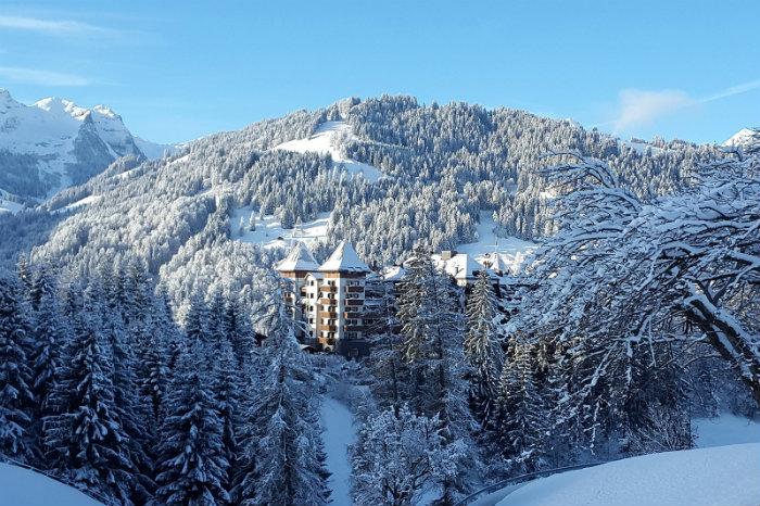 Alpina Gstaad Hotel in der Schweiz  Alpina Gstaad Hotel in der Schweiz Wohnen mit klassikern Alpina Gstaad Hotel in der Schweiz