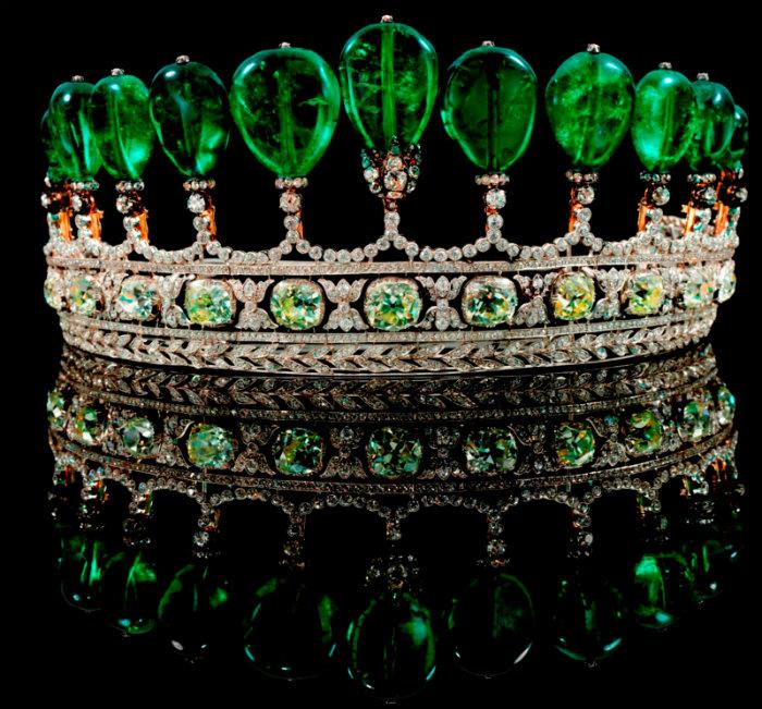 Wohnen-mit-klassikern-Die-teuersten-Juwelen-der-Welt-Emerald-and-Diamond-Tiara  Die teuersten Juwelen der Welt Wohnen mit klassikern Die teuersten Juwelen der Welt Emerald and Diamond Tiara