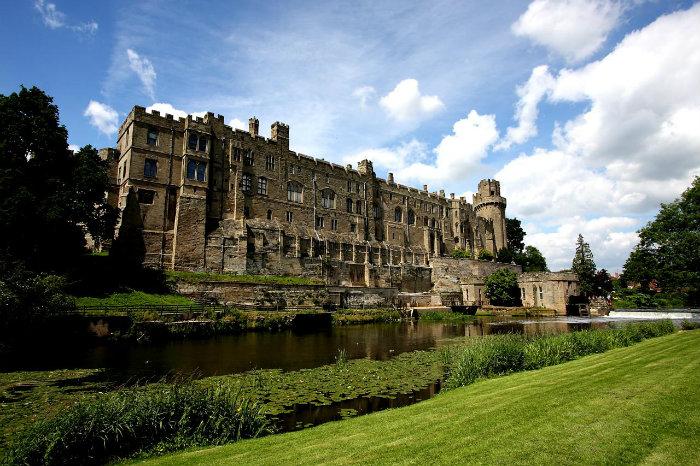 Blick auf den berühmte Schlossen!  Blick auf den berühmte Schlossen! wohnen mit klassikern Blick auf den ber  hmte Schlossen Exterior of Warwick Castle from across the River Avon