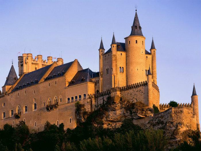 Blick auf den berühmte Schlossen!  Blick auf den berühmte Schlossen! wohnen mit klassikern Blick auf den ber  hmte Schlossen alczar de segovia
