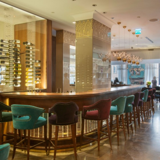 moderne bar design WIE man eine STYLISCHE & UNVERGESSBARE Moderne BAR Design ERSTELLT How To Create A Stylish Unforgettable Bar Design 8 1