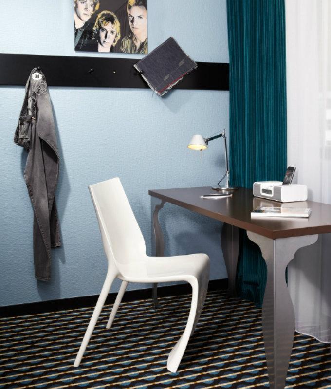 Top Designhotels in Frankfurt  Besuchen Frankfurt am Main mit uns 25hours hotel by levis room desk k 02 x2