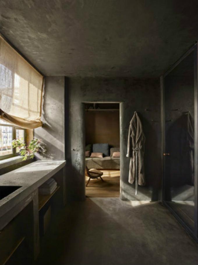 Axel-Vervoordt-Raw-Industrial-Penthouse  25 Beste Interior Design Projekte von Axel Vervoordt Axel Vervoordt Raw Industrial Penthouse