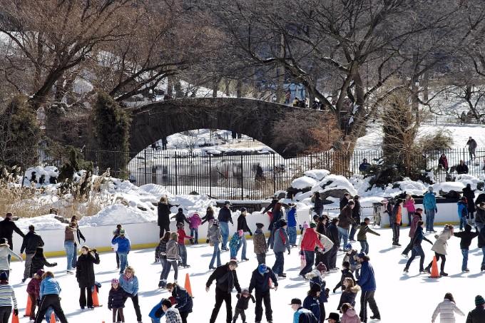 ice-skating-in-central-park vorweihnachtszeit 10 Gründe warum es schon Vorweihnachtszeit ist ice skating in central park